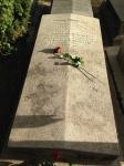 Modigliani lies here.